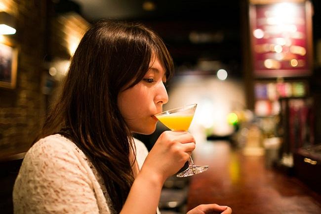 女性が大胆になりボディタッチが増える人気最強のお酒とは?